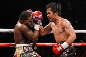 Бокс: Пакьяо победил Бронера и защитил пояс чемпиона мира WBA