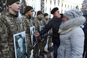 """В українських аеропортах на честь """"кіборгів"""" зіграють військові оркестри"""