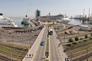 Из-за непогоды закрыли два черноморских канала