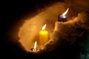 В Днипре зажгли свечи в память о погибших защитниках Донецкого аэропорта