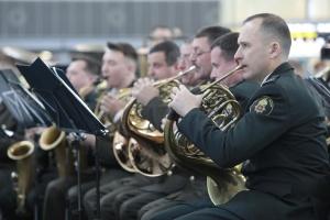 """В аеропорту """"Бориспіль"""" військовий оркестр улаштував концерт на честь """"кіборгів"""""""