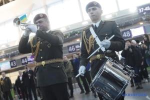"""Пам'ять """"кіборгів"""" вшановують у семи аеропортах України"""