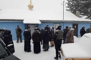 На Донбасі перша громада перейшла до ПЦУ - храм охороняє поліція
