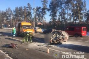 """В Киеве в """"лоб"""" столкнулись """"Таврия"""" и Volkswagen: погибли пассажиры обоих авто"""