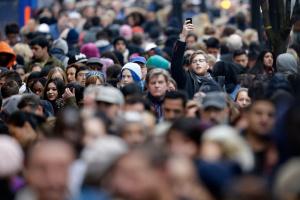 Треть россиян считает, что государство дает мало, чтобы быть ему обязанными