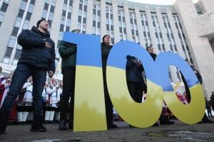 В День Соборности днипряне создали живую карту Украины и огромное сердце