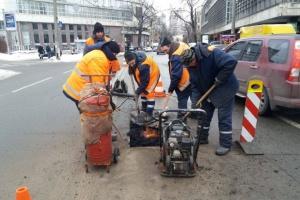 У Кличко заверили, что современные технологии позволяют латать дороги при морозах