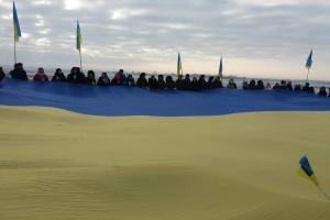 В День Соборности Житомирщину и Ривненщину соединил 200-метровый флаг