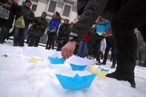 В Киеве под посольством РФ прошла акция в поддержку военнопленных моряков