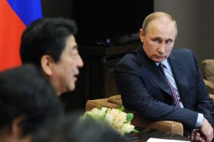 Прориву не відбулося: Путін і Абе провели переговори у Москві