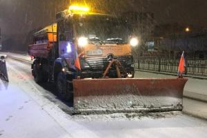 КГГА: Коммунальщики с ночи чистят Киев от снега