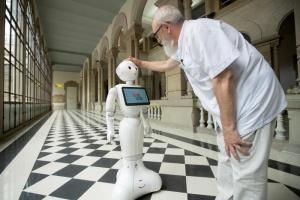 В італійських лікарнях незабаром працюватимуть роботи - ЗМІ