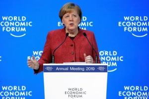 Меркель в Давосе предостерегла от повторения банковского кризиса