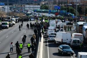 Іспанські таксисти заблокували туристичний ярмарок, протестуючи проти Uber та Cabify