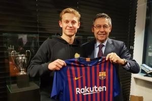«Барселона» купила у «Аякса» Френкі де Йонга