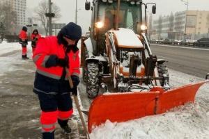 Киев от снега чистят круглосуточно
