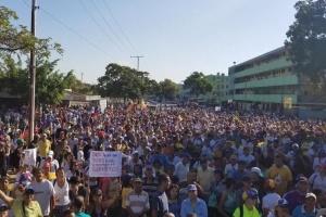 Сотни тысяч венесуэльцев вышли на акции против Мадуро