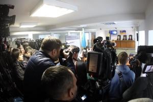 Вирок Януковичу оголошують уже шосту годину