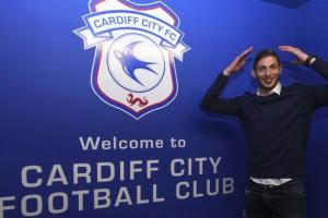 Полиция возобновила операцию по поиску самолета с футболистом Салой