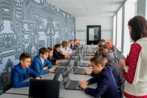 На Днепропетровщине открыли школу робототехники, где будут учить с шести лет