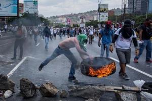 Во время протестов в Венесуэле погибли уже 16 человек, сотни раненых