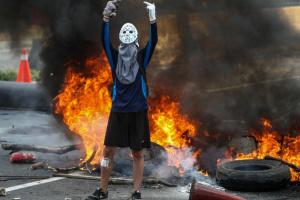 На кордоні Венесуели і Колумбії горіли фури з гуманітаркою