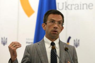 Ukraine stops issuing visas at international airports