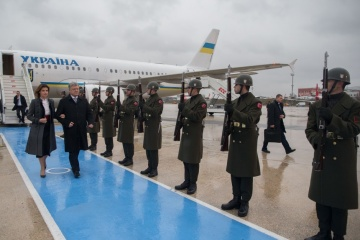 Präsident Poroschenko in Istanbul eingetroffen