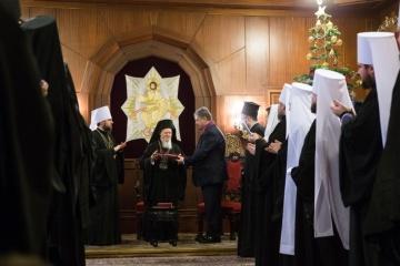 El presidente galardona al Patriarca Ecuménico con una alta condecoración del Estado