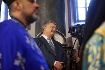 Poroshenko taking part in prayer service for Ukraine at Zhytomyr cathedral