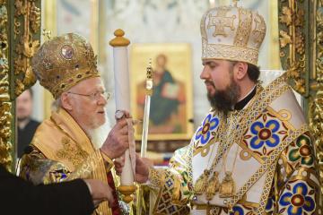 Patriarch Bartholomew hands over tomos to Orthodox Church of Ukraine