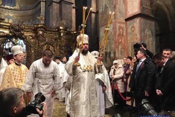 Liturgia de Navidad en la Catedral de Santa Sofía: Presentación del Tomos