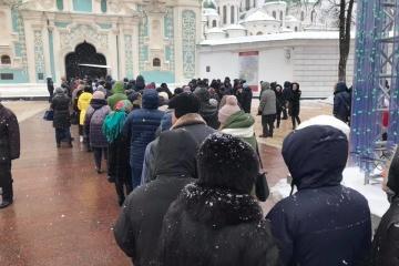 Різдвяне богослужіння: біля Софії Київської утворилася черга