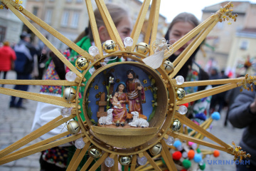 Ukrainian Plast scouts come to Cabinet of Ministers to sing Christmas carols