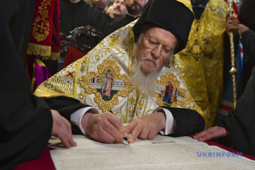 All members of Synod of Ecumenical Patriarchate sign Tomos for Ukraine's Orthodox Church