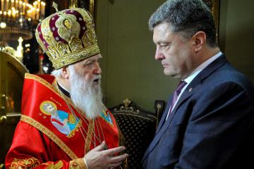 Filaret gives Poroshenko Order of St. Andrew the First-Called
