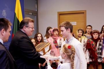 """Климкин и делегация украинских детей презентовали в Литве """"Книгу добра"""""""
