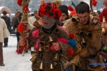 【写真】ウジホロド市で季節の行事「村のクリスマス・キャロル」が開催