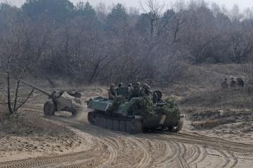 Okupanci ostrzelali cztery miejscowości, jeden żołnierz został ranny