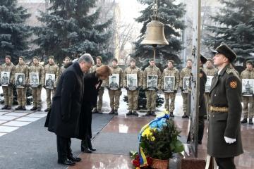 Сьогодні в Україні відзначають День пам'яті захисників Донецького аеропорту