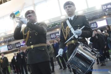 """Акции памяти """"киборгов"""" проходят в семи аэропортах Украины"""