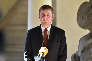 捷克外交部长:俄罗斯加强军事和混合施压