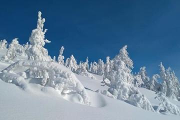 喀尔巴阡山现雪景奇观