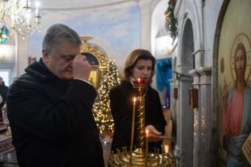 Ukrainian president lays flowers at Kruty Heroes Memorial