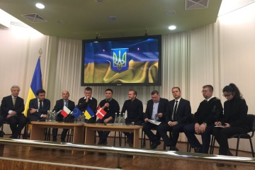 Ukrainian, Danish, Czech foreign ministers visit Mariupol port