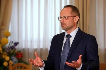 Bezsmertny: Los residentes de Donbás y diputados deberían participar en el proceso de Minsk