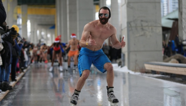 В Торонто состоялся голый забег на коньках