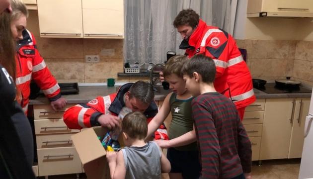 Немецкие благотворители привезли в Украину рождественские подарки