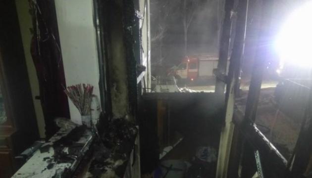 Из-за брошенной на балкон петарды в Запорожье загорелась квартира