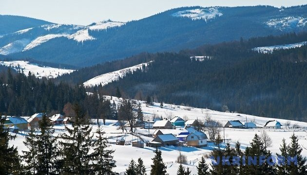 Avalanche risk remains in Ukraine's Carpathians